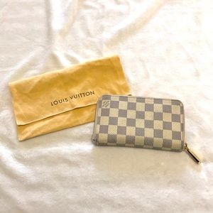 Authentic Louis Vuitton zippy Wallet